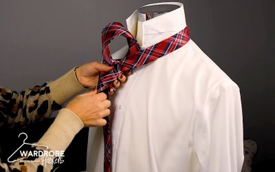 How to Tie a Simple Tie Knot Necktie for Someone Else – Oriental Knot (Watch Video)