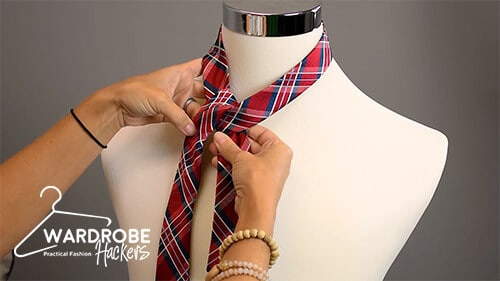 how to tie a full windsor knot step 4